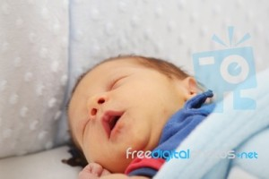 newborn-yawing-focus-in-the-mouth-100274508