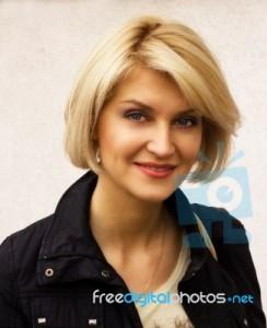 portrait-of-pretty-woman-outdoor-100326086